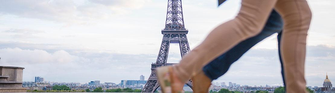 couple in paris 10000Rewards